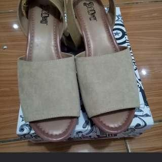 Wedges brash by payless