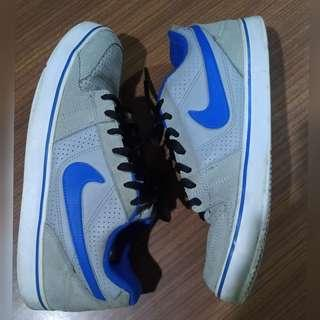 Authentic NIKE Sneakers US 9.5 size - Good Used Condition