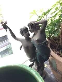 🚚 Bronze figurine