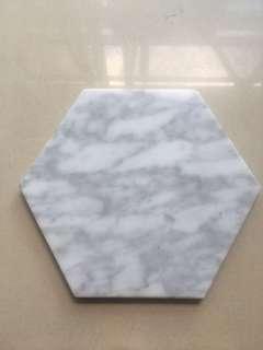 🚚 Hexagon marble display plate
