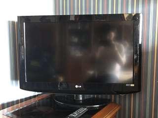 """Flatscreen LG 32"""" LED TV"""