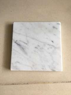 🚚 Square marble display plate