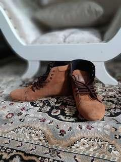 Moofeat Boots Gold Brown Size 40 (Boots Wanita)