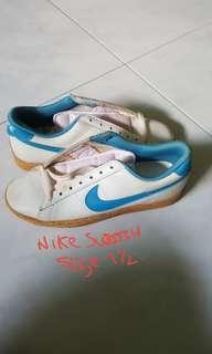 🚚 Collector NIKE sneaker.