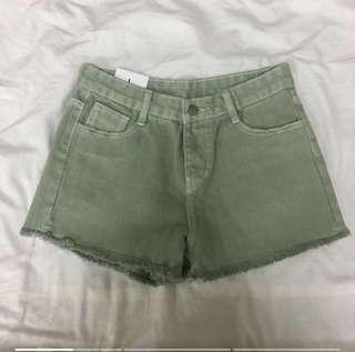果綠牛仔短褲