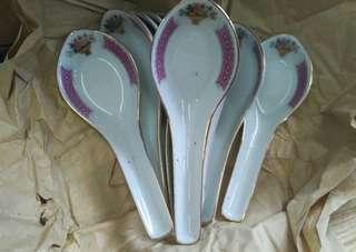 Sendok keramik bunga