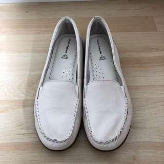 ♻️ Hush Puppies 白色 平底鞋 休閒鞋 loafer jelly Beans palette Clark's vans converse Birkenstock