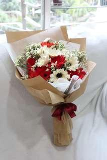 🚚 Red and white flowers bouquet