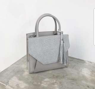 🚚 Tallulah dion bag in Light stone