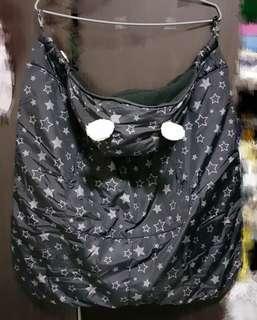 🚚 φмaчмaчφ 鋪棉款3way多功能腰凳背帶 推車包腳披風/保暖罩/防風罩。黑色星星