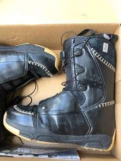 Salomon snowboard boots 11