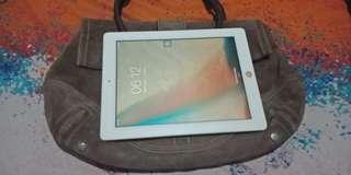 iPad 4th gen w/free Coach bag
