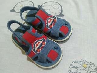 Baby walking shoes.. Used 2x ayaw ni baby size 23