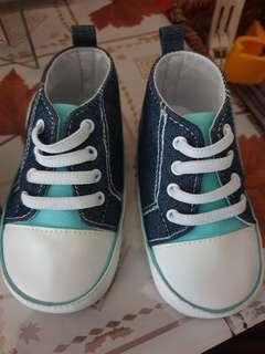 🚚 Baby Shoes still in good condition not for fussy buyers :)