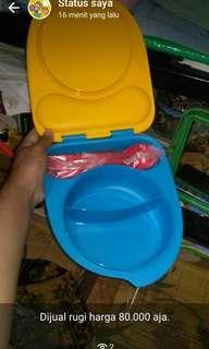 Tempat Makan Tupperware