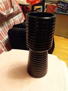 全黑色花瓶