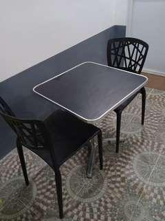 table w/ 2 chairs