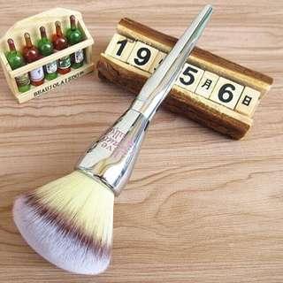 Soft Big Fluffy Face Makeup Blush Powder Brush