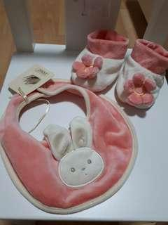 🚚 baby bib and booties set