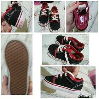 Authentic vans size 6c like new.. Used ones