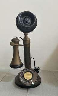 🚚 Antique phone
