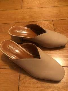 單鞋 裸色 粗跟