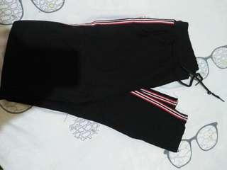 Korean black pants not used i just wash it..  Fit to s m frame