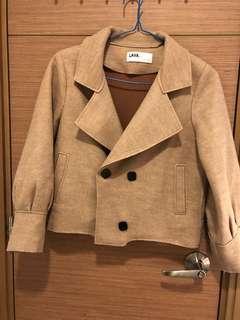 全新, 無著過, 韓國牌子LAVA stone 杏色外套, 簿絨料, 軽及滑身, 胸大約42吋, 肚大約40吋, 衫長大約22吋, 韓國制