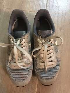 Nike 灰色波鞋