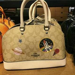 MINI SIERRA SATCHEL IN SIGNATURE CANVAS WITH SPACE PATCHES (COACH F29618)