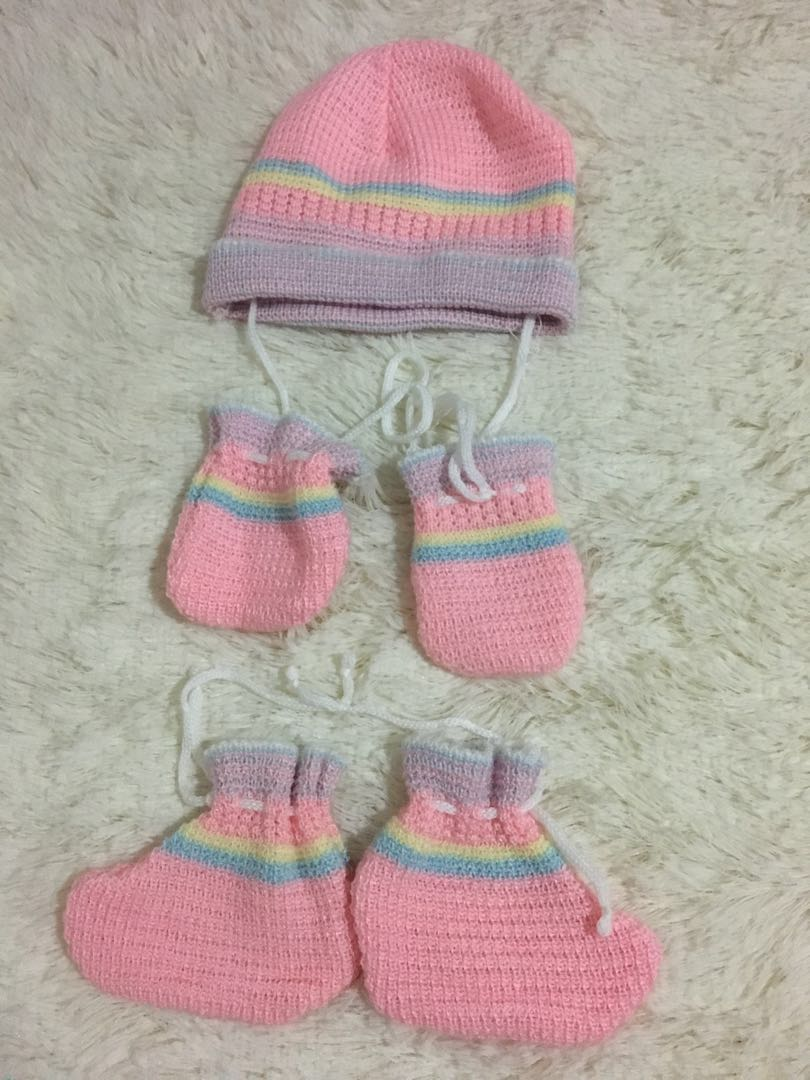 4951057a242 Baby gloves socks and hat