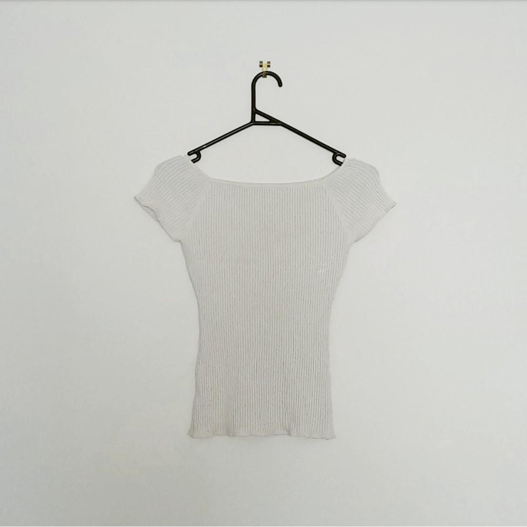 H&M - off white ribbed knit tee