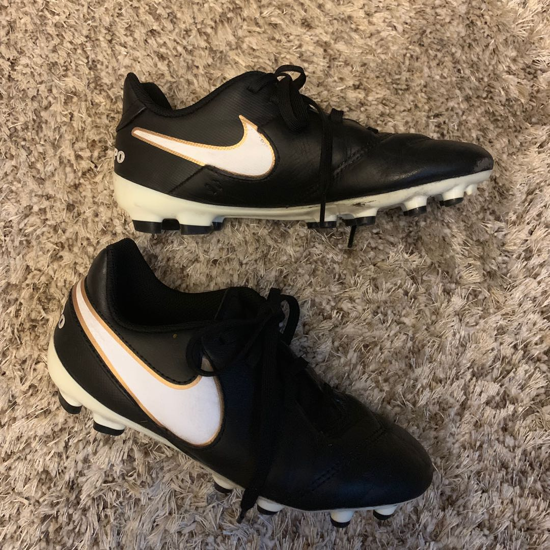 6c97c0474747 Nike Kid Football Boots Size 33.5, Sports, Sports Apparel on Carousell
