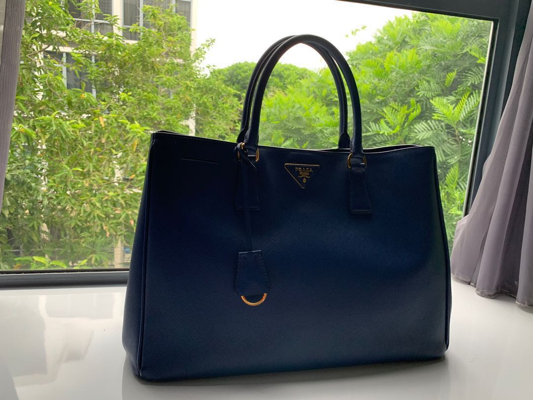 b420332c88b0 Prada tote bag, Women's Fashion, Bags & Wallets, Handbags on Carousell