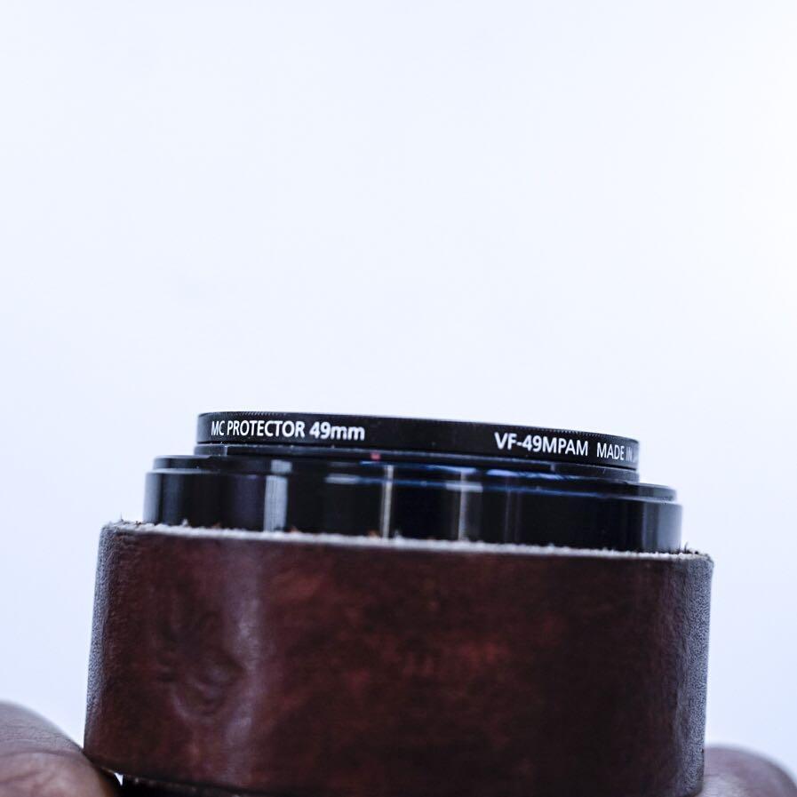 QUICK SALE SONY 28MM F2 FE LENS MINT OPTICS FREE CAMERA STRAP