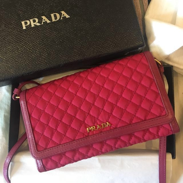 72aba315625e RAYA SALE|Prada Wallet On Chain, Women's Fashion, Bags & Wallets on ...