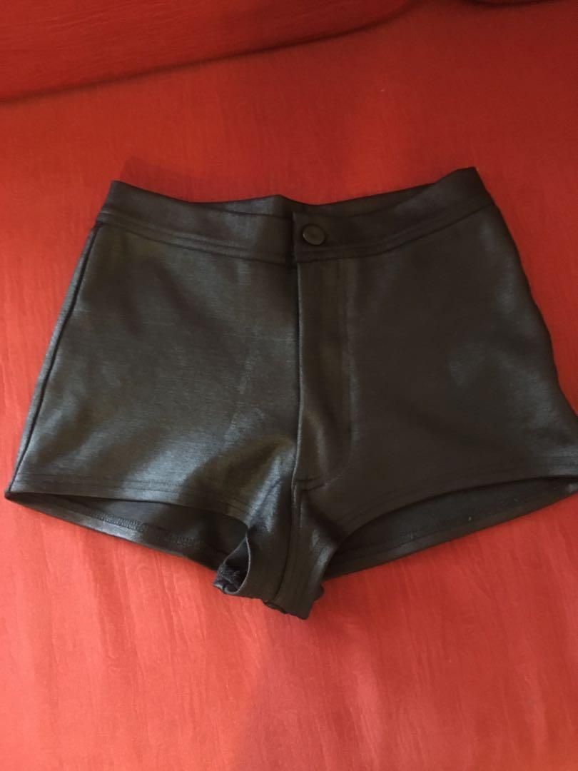 Selling my Asos short nice fitting and it's stretchy i worn once only