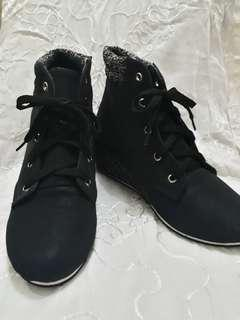 Black Boots setinggi mata kaki