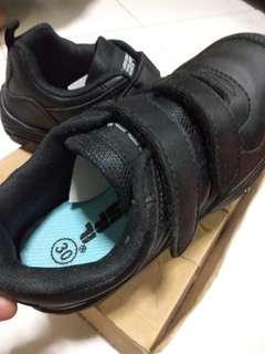 Kid's school shoes