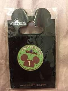 香港迪士尼樂園一周年襟章