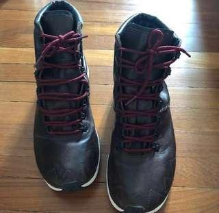 Adidas rare SVLR boots almost new