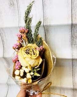 🚚 乾燥白玫瑰茶樹薏仁小花束