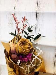 🚚 乾燥庭園玫瑰尤加利小花束