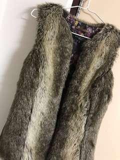 Bershka 毛毛背心 fur vest