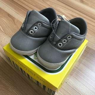 Sepatu prewalker anak