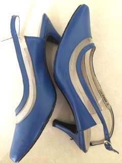 NEGO..Heels biru Yongki Komaladi