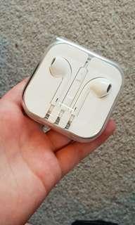 BRAND NEW APPLE HEADPHONES