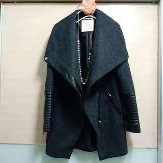 Bershka 皮革拼接羊毛大衣 不規則 大翻領 深灰 黑灰