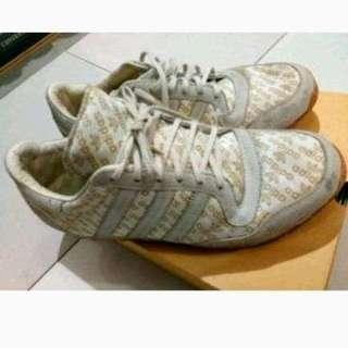 Adidas Original Autentik size 40