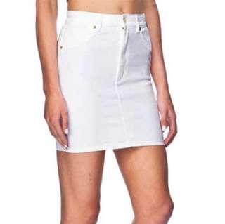 🚚 Basic White UNIQLO Denim Skirt